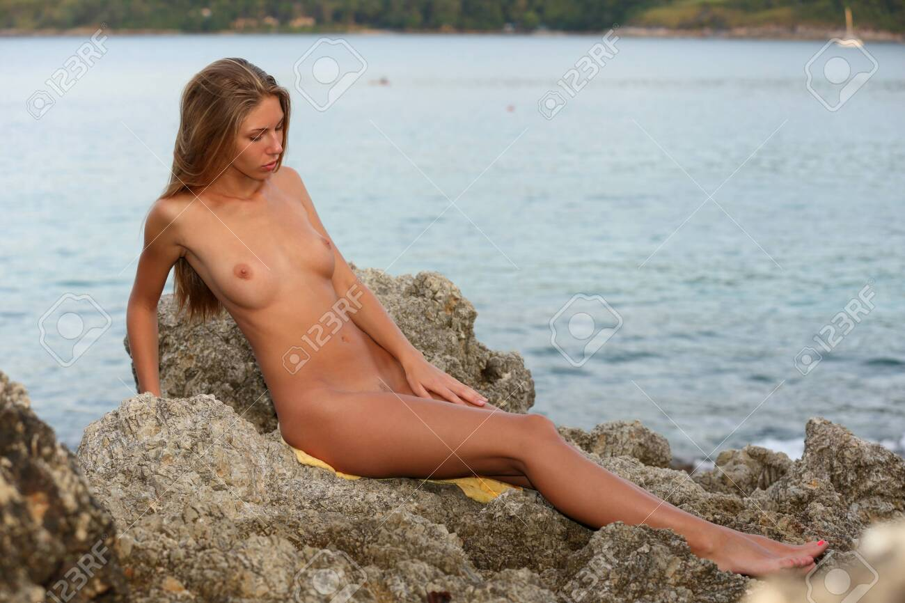 Amazing young naked tan babes